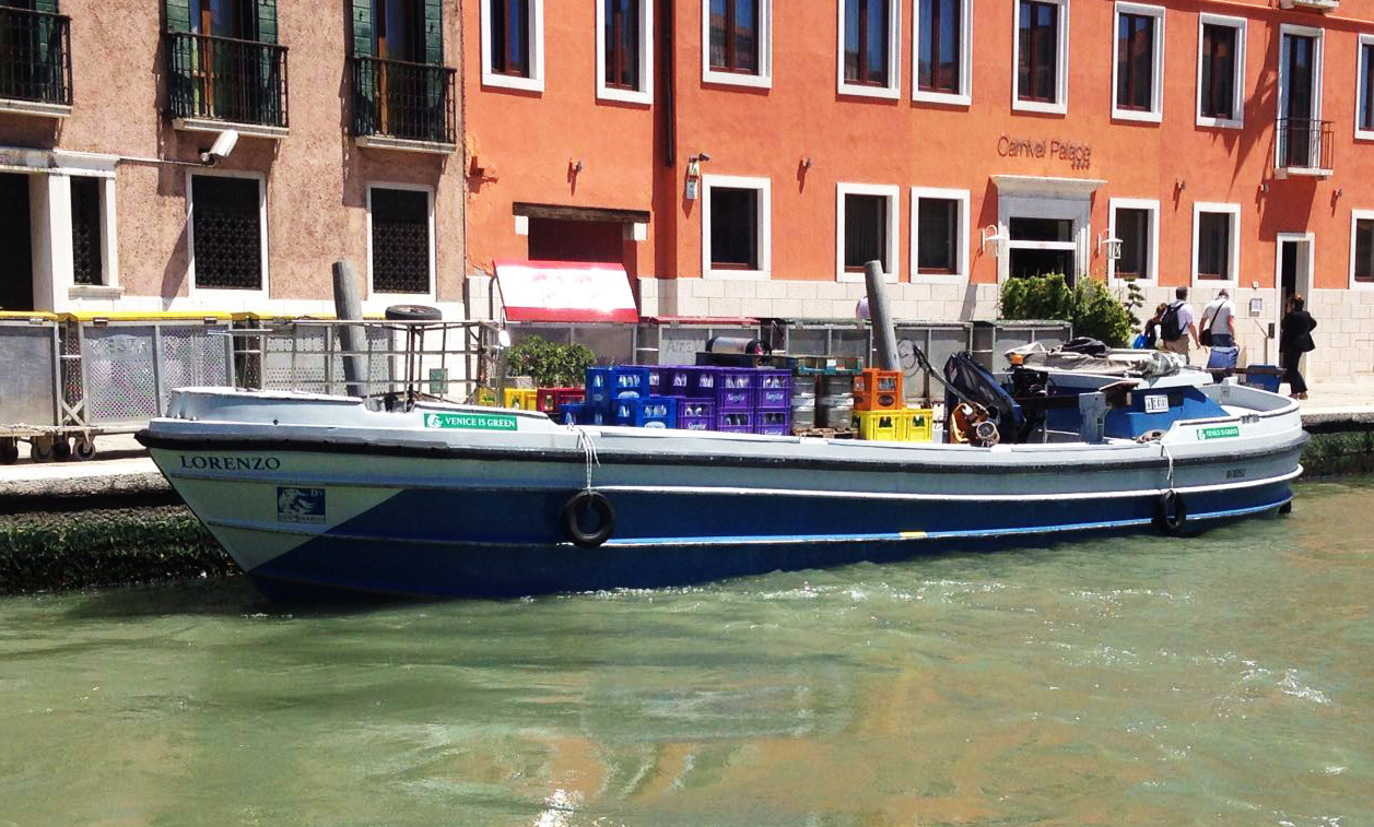 Italian work boat with 2 x 20 kW HM 2000